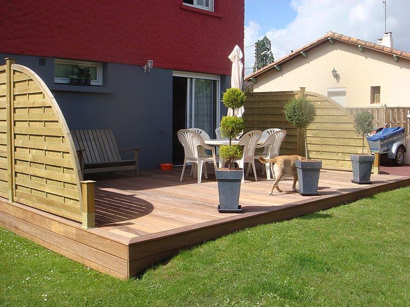 Terrasse en bois réalisée par Mobilier du Lac