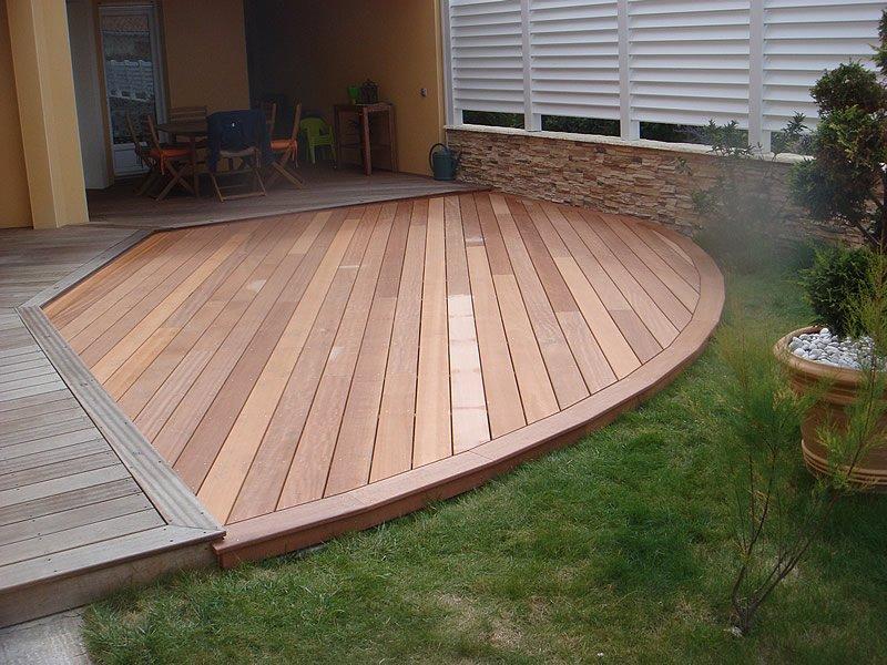 Terrasse en bois par Mobilier du Lac