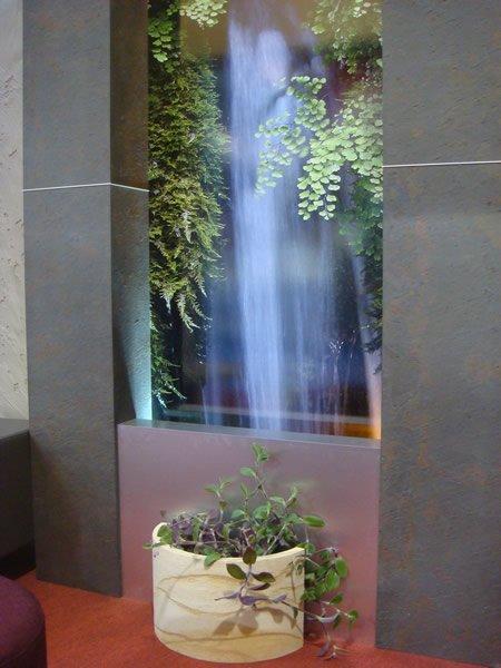 Décoration murale avec fontaine réalisée par Mobilier du Lac